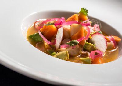 Ensalada de salmón, aguacate y rábanos - Boutique Hotel el Tío Kiko