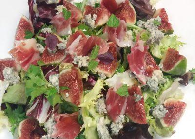 Ensalada fresca de higos, roquefort y jamón - Boutique Hotel el Tío Kiko