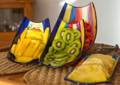 Variedad de frutas de temporada para desayunar - Boutique Hotel el Tío Kiko