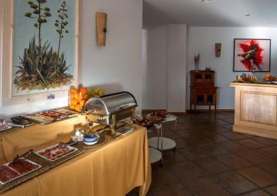 Mesa de desayuno variado - Boutique Hotel el Tío Kiko