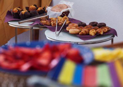 Surtido variado de dulces caseros y frutas de temporada para desayunar - Boutique Hotel el Tío Kiko