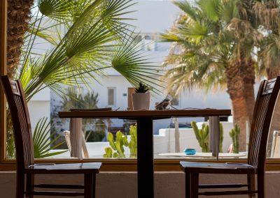 Mesa de comedor con vistas en Boutique Hotel el Tío Kiko